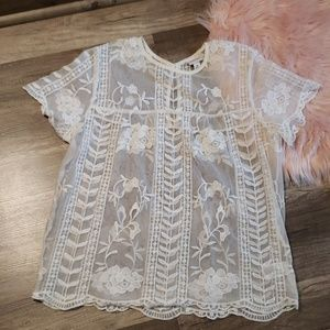 Short sleeved lace top.